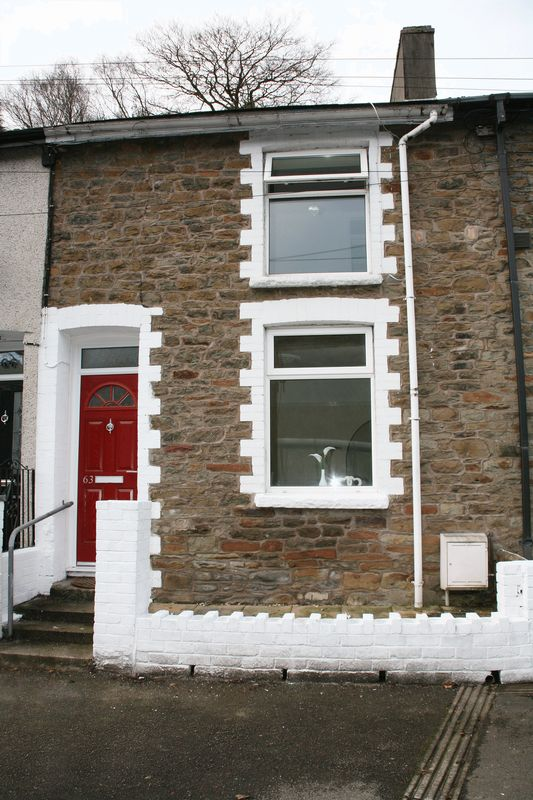 2 Bedrooms Terraced House for sale in Aberbeeg Road, Abertillery
