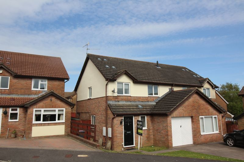 3 Bedrooms Semi Detached House for sale in Pensarn Way, Cwmbran