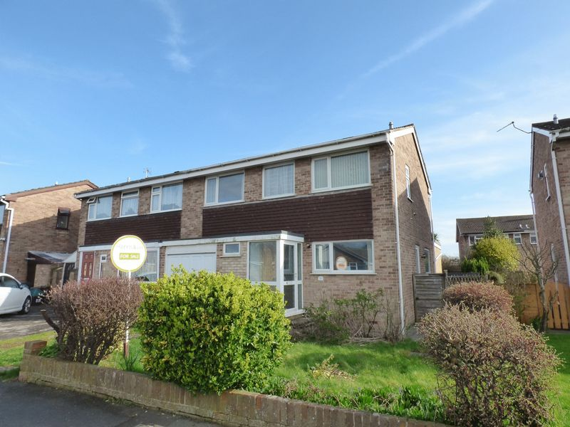 3 Bedrooms Semi Detached House for sale in Sandpiper Drive, Worle, Weston-Super-Mare