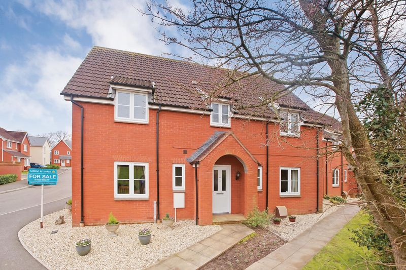 4 Bedrooms Detached House for sale in PEAR TREE WAY