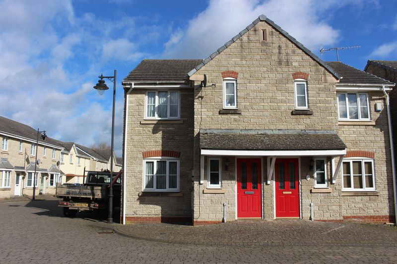 3 Bedrooms Semi Detached House for sale in Newbury Avenue,