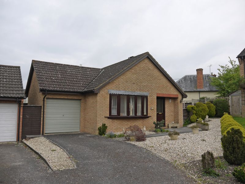 2 Bedrooms Detached Bungalow for sale in Willowbrook, Purton