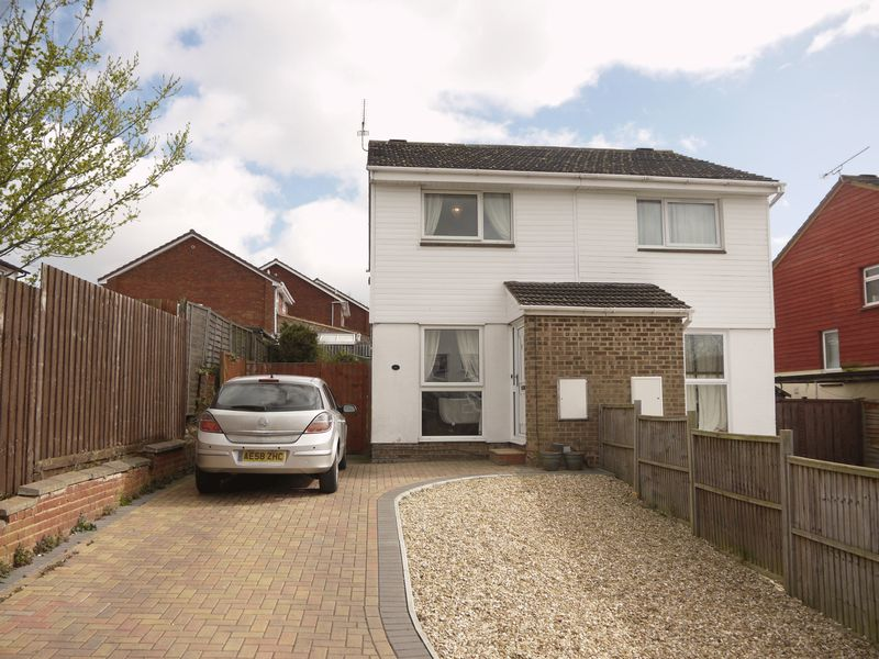 2 Bedrooms Semi Detached House for sale in Newbury Drive, Freshbrook