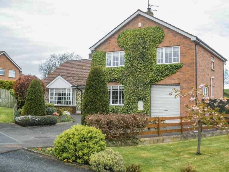 4 Bedrooms Detached House for sale in 4 Richmond View, Tandragee, BT62 2BY