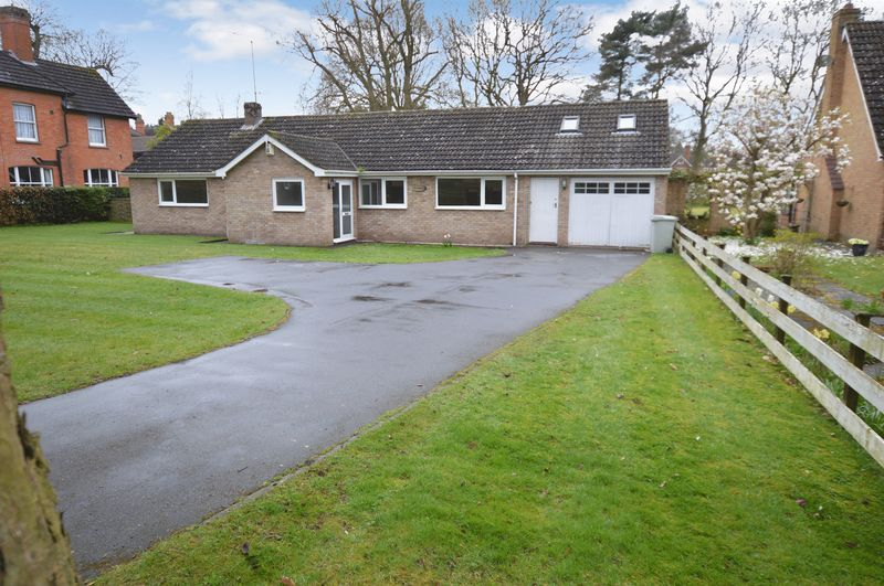 3 Bedrooms Detached Bungalow for sale in Chasmar, Alverston Avenue, Woodhall Spa