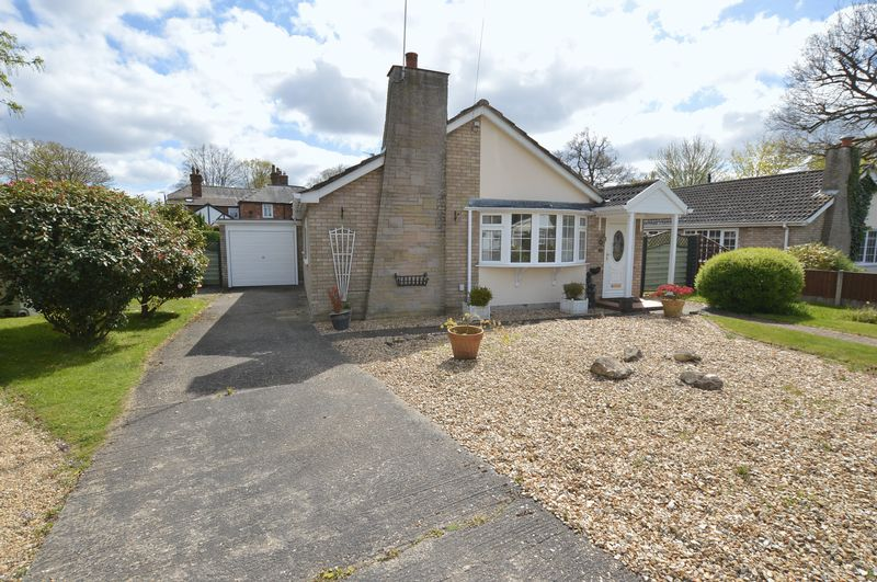 2 Bedrooms Detached Bungalow for sale in 21 Tor O Moor Gardens, Woodhall Spa