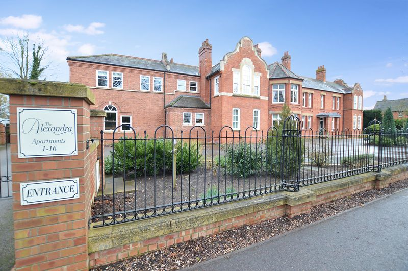 2 Bedrooms Flat for sale in 15 The Alexandra, Woodhall Spa