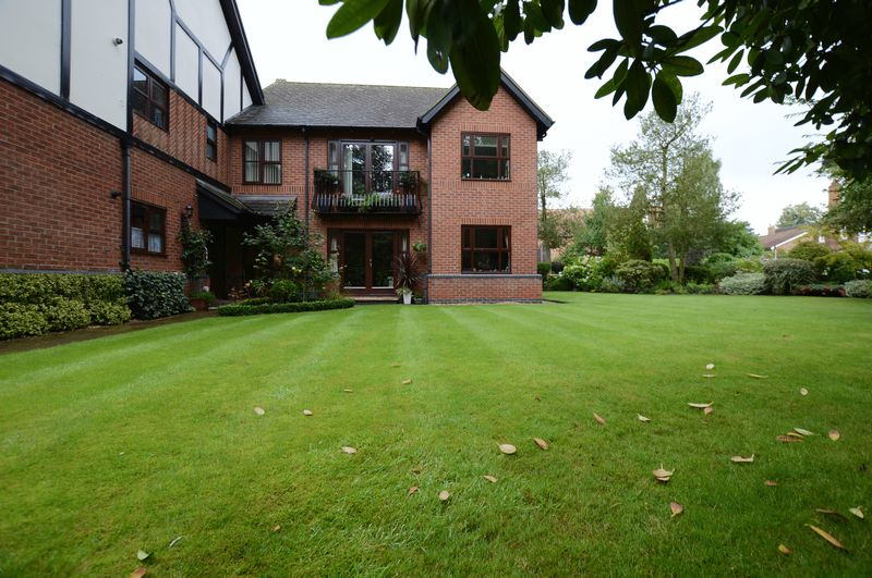 2 Bedrooms Flat for sale in 6 Spa Court, Iddesleigh Road, Woodhall Spa