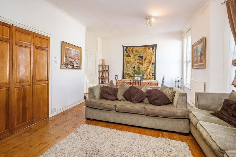 2 Bedrooms Flat for sale in Burrows Road Kensal Rise London NW10