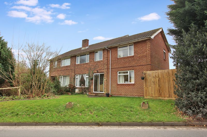 4 Bedrooms Semi Detached House for sale in Fair Oak