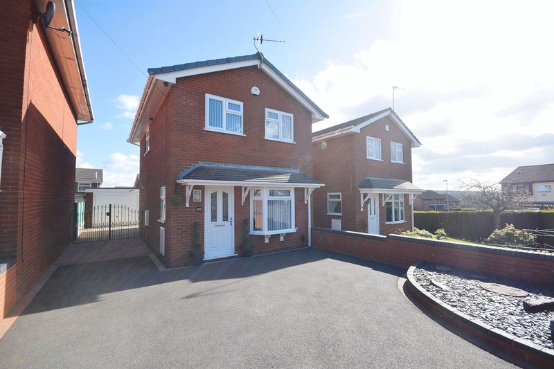 3 Bedrooms Detached House for sale in Kingsbury Grove, Birches Head