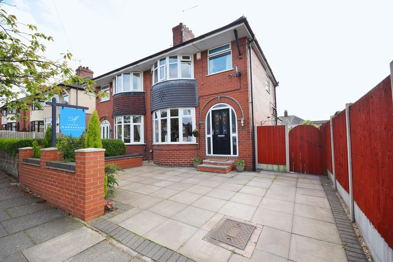 3 Bedrooms Semi Detached House for sale in West Crescent, Sneyd Green