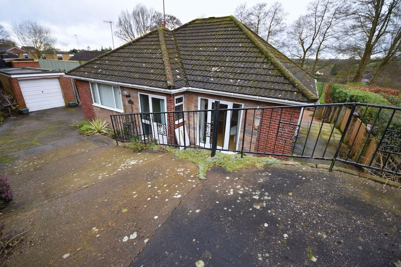 3 Bedrooms Detached Bungalow for sale in Back Bunts Lane, Stockton Brook