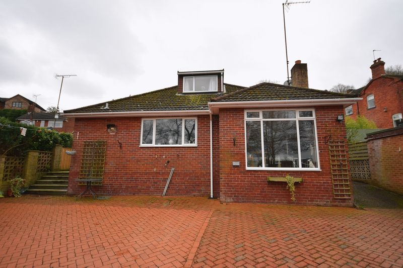 3 Bedrooms Detached Bungalow for sale in Back Bunts Lane, Stockton Brook