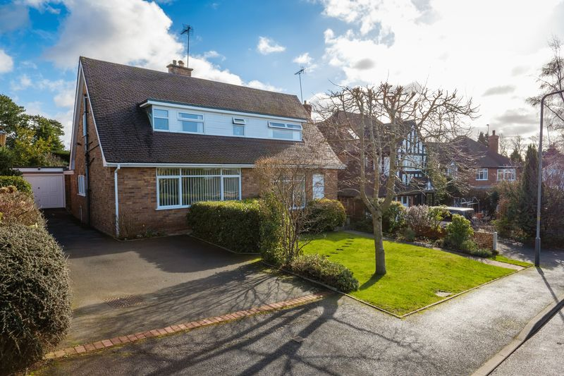 3 Bedrooms Detached House for sale in Heath Hill Road, Wightwick, Wolverhampton