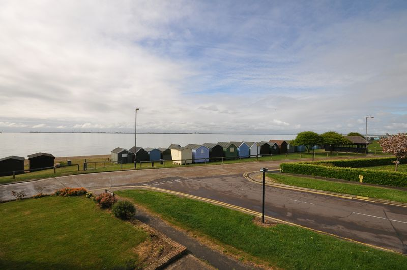 2 Bedrooms Flat for sale in Victoria Esplanade, West Mersea