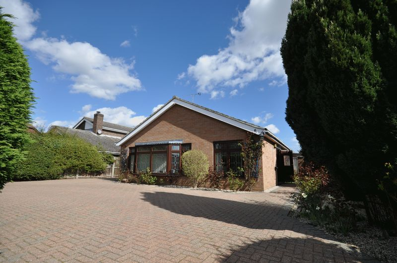 4 Bedrooms Detached Bungalow for sale in Norfolk Avenue, West Mersea
