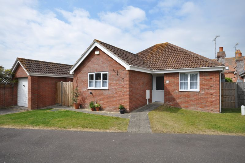 3 Bedrooms Detached Bungalow for sale in Suffolk Avenue, West Mersea