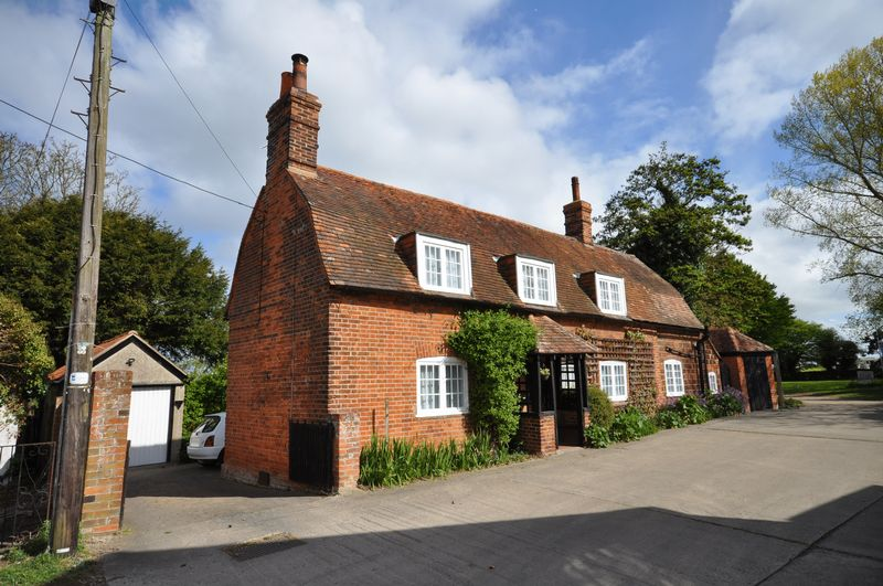 4 Bedrooms Detached House for sale in Vine Cottage, The Lane, West Mersea