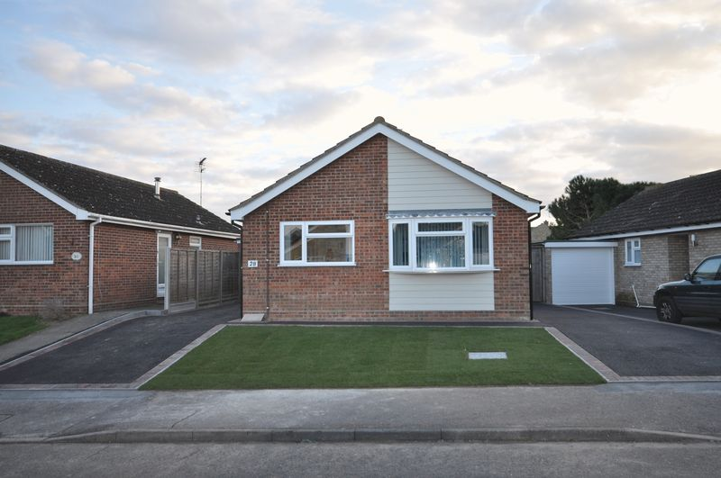 3 Bedrooms Detached Bungalow for sale in Elmwood Drive, West Mersea