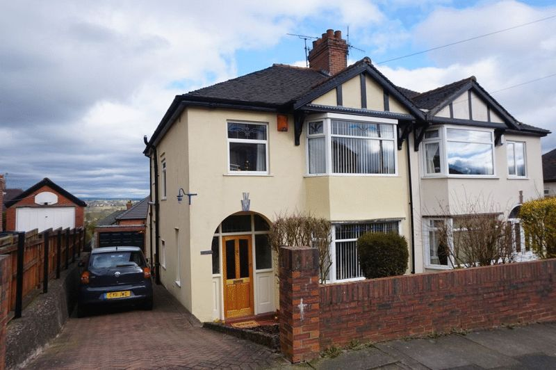 3 Bedrooms Semi Detached House for sale in St Georges Avenue, Burslem, Stoke-On-Trent, ST6 7JR