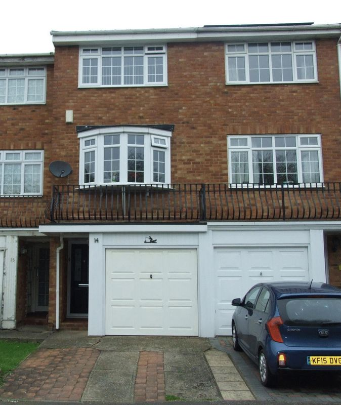 3 Bedrooms House for sale in A THREE BEDROOMED TOWN HOUSE SITUATED TOWARDS THE EDGE OF THE VILLAGE AND CLOSE TO LEYBOURNE COUNTRY PARK