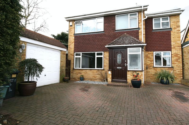 4 Bedrooms House for sale in A SPACIOUS & GREATLY EXTENDED FOUR BEDROOM DETACHED HOUSE IN A POPULAR CUL-DE-SACSETTING WITHIN WALKING DISTANCE TOOPEN COUNTRYSIDE *