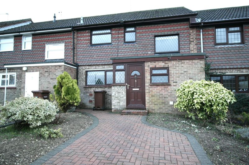 2 Bedrooms House for sale in * SPACIOUS & WELL PRESENTED TWO BEDROOM HOUSE WITH LARGE DOUBLE GLAZED CONSERVATORY, PARKING & GARDENS
