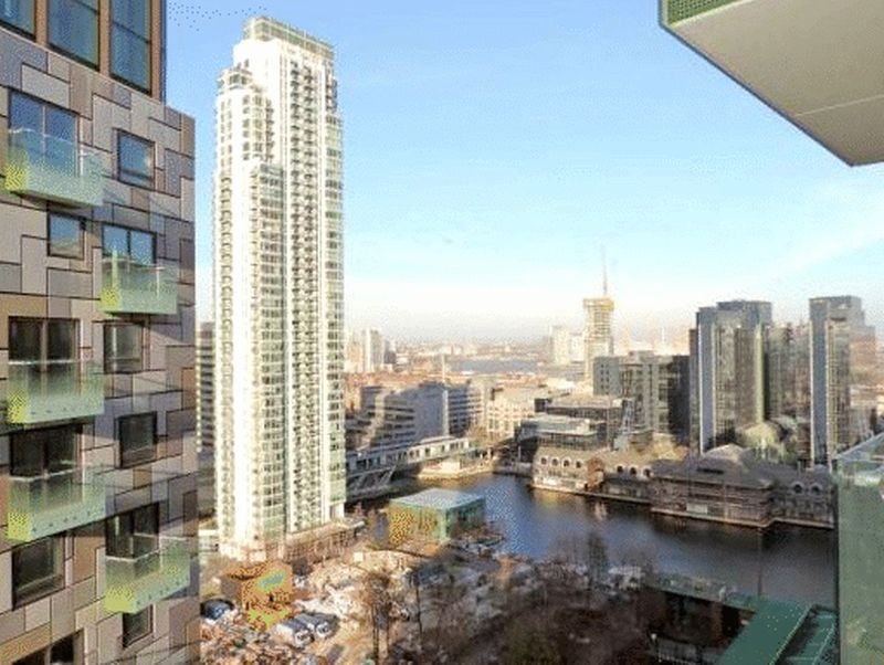 Flat for sale in Lincoln Plaza, London