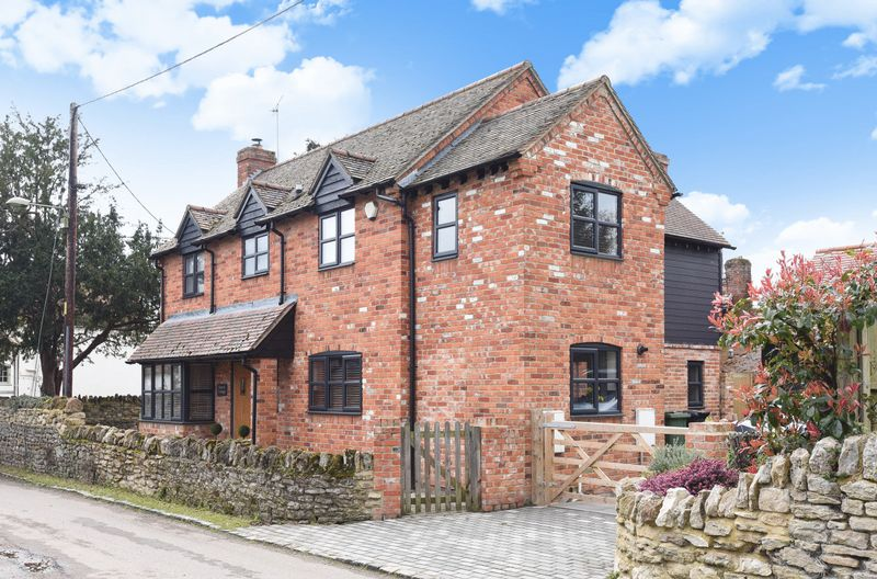 5 Bedrooms Detached House for sale in Church Lane, Drayton