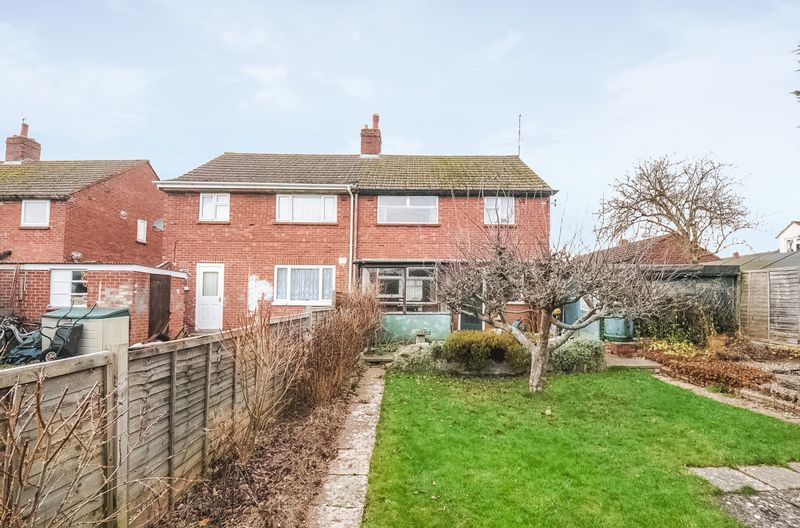 3 Bedrooms Semi Detached House for sale in Huxley Close, Wootton