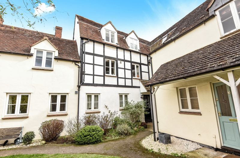 2 Bedrooms Terraced House for sale in Crown Mews, Abingdon