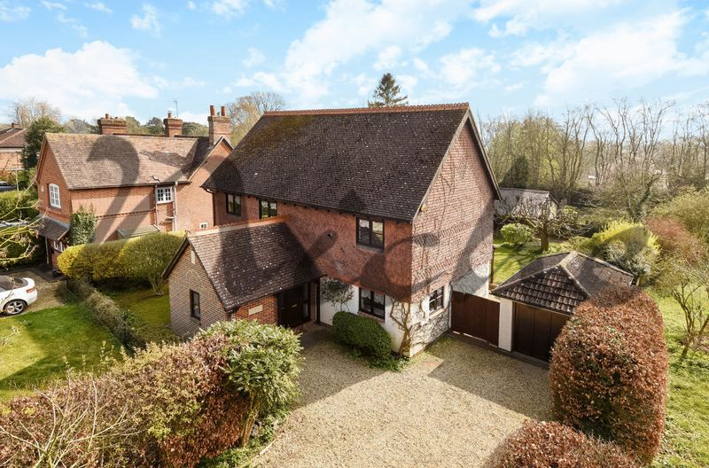 4 Bedrooms Detached House for sale in Withywindle, Burcot