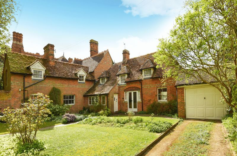 4 Bedrooms Semi Detached House for sale in Park Crescent, Abingdon