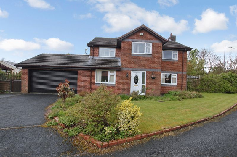 4 Bedrooms Detached House for sale in Starmount Close, Bolton