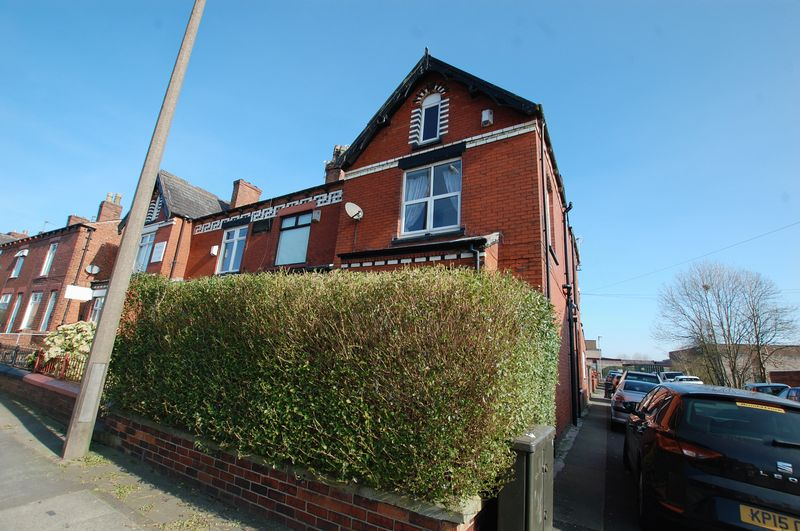 4 Bedrooms Terraced House for sale in Park Road, Westhoughton, Bolton