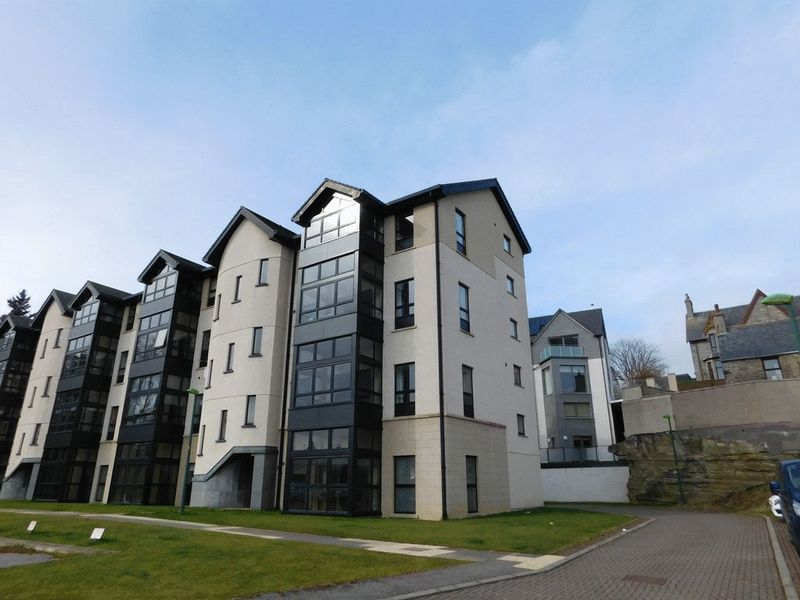 3 Bedrooms Flat for sale in Castle Gardens, Barrock Street, Thurso, Caithness