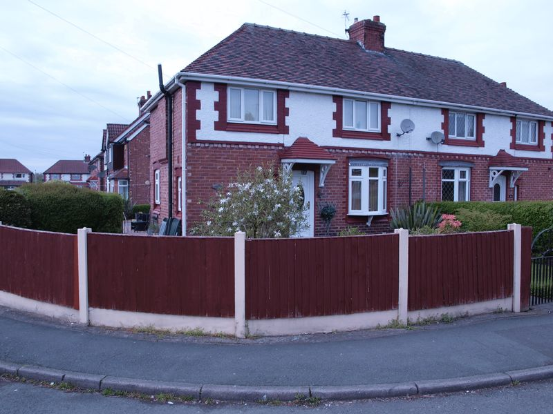 3 Bedrooms Semi Detached House for sale in Wright Avenue, Northwich, CW9 7LG