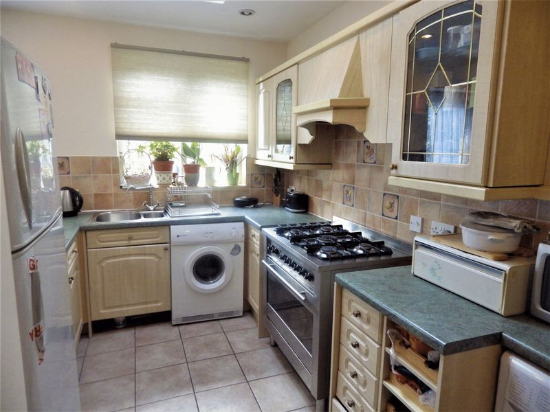 3 Bedrooms Terraced House for sale in ****CENTRAL LONDON IN 23 MINUTES BY TRAIN****