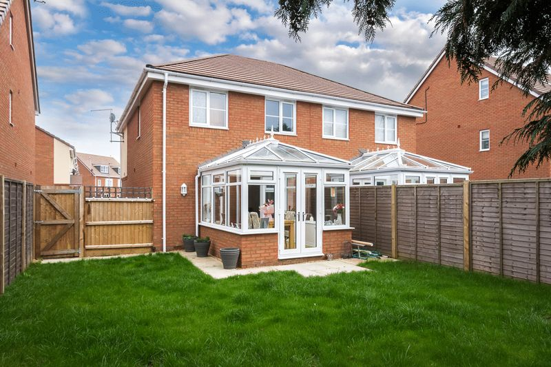 "3 Bedrooms Semi Detached House for sale in ""Perfect Family Home In Stopsley"""