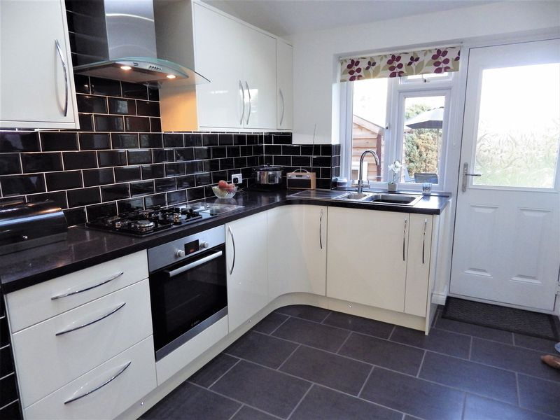 3 Bedrooms Semi Detached House for sale in ****CENTRAL LONDON IN 30 MINUTES BY TRAIN****