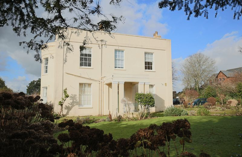 2 Bedrooms Flat for sale in Flat 2, Gaveney House, 5 Salterton Road, Exmouth