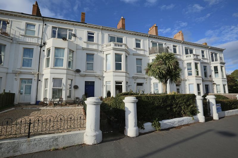 2 Bedrooms Flat for sale in Top floor sea view flat - Exmouth
