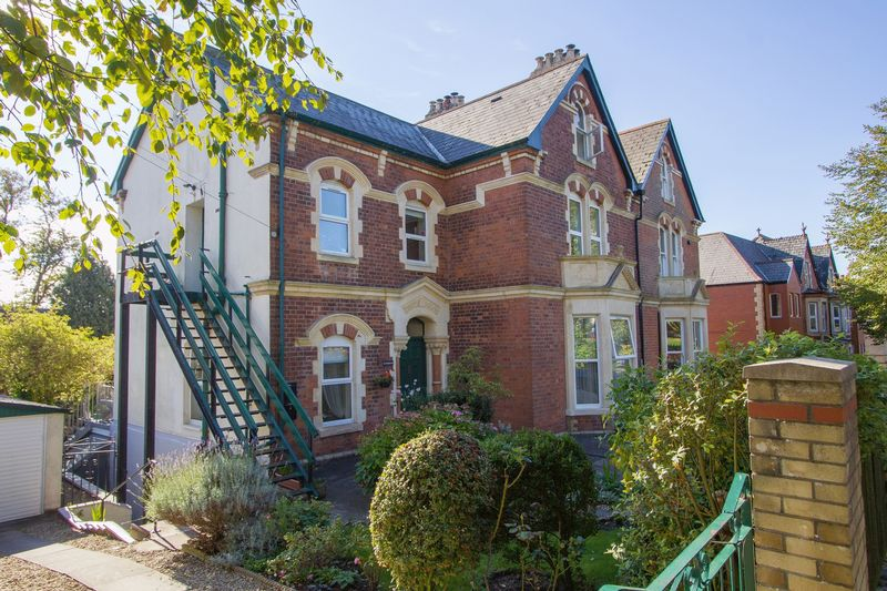 2 Bedrooms Flat for sale in Albert Crescent, Penarth
