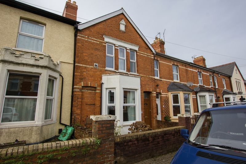 3 Bedrooms Terraced House for sale in Wood Street, Penarth