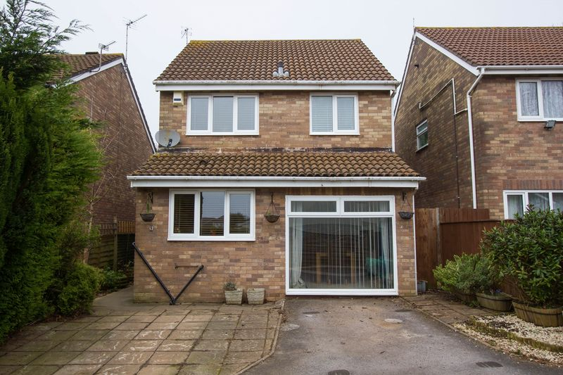 3 Bedrooms Detached House for sale in Dulverton Drive, Sully