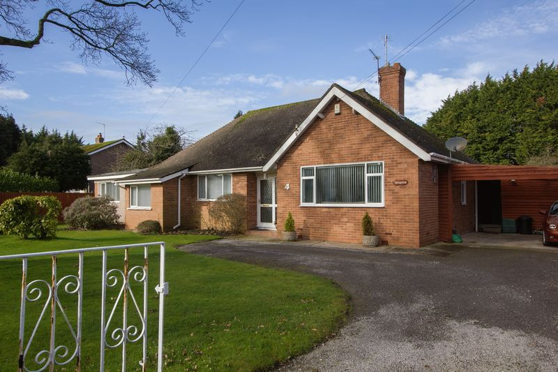 4 Bedrooms Detached Bungalow for sale in Evenlode Avenue, Penarth