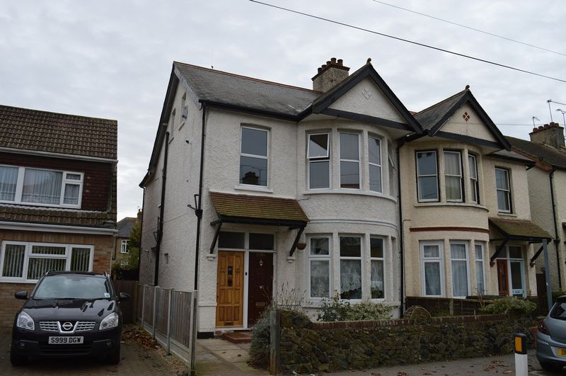 2 Bedrooms Flat for sale in South Avenue, Southend-On-Sea