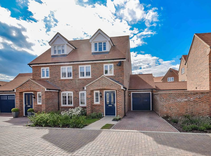 3 Bedrooms Semi Detached House for sale in Brocket Meadows, Ware