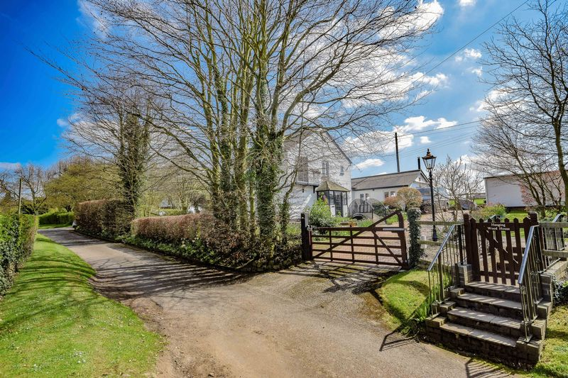 3 Bedrooms Detached House for sale in Hanging Wood, Standon
